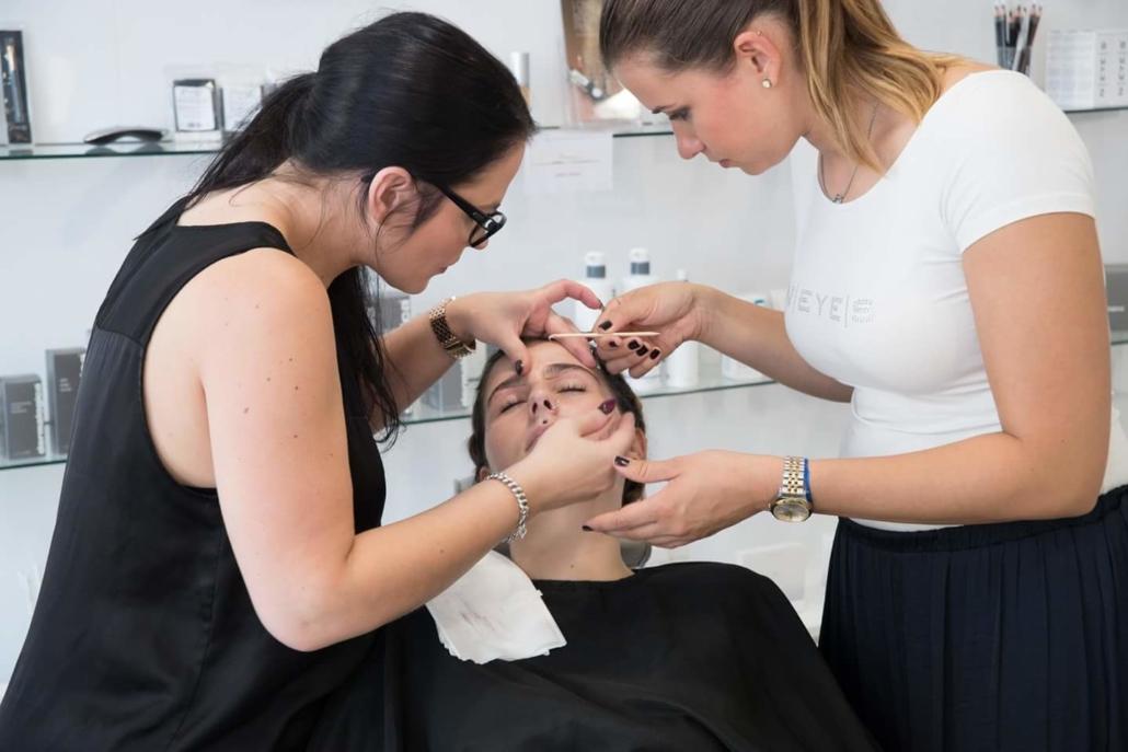 Augenbrauen Schulung Neyes Brows